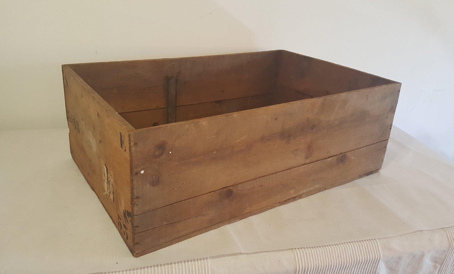 caisse vintage en bois 1950s en vente sur pamono. Black Bedroom Furniture Sets. Home Design Ideas
