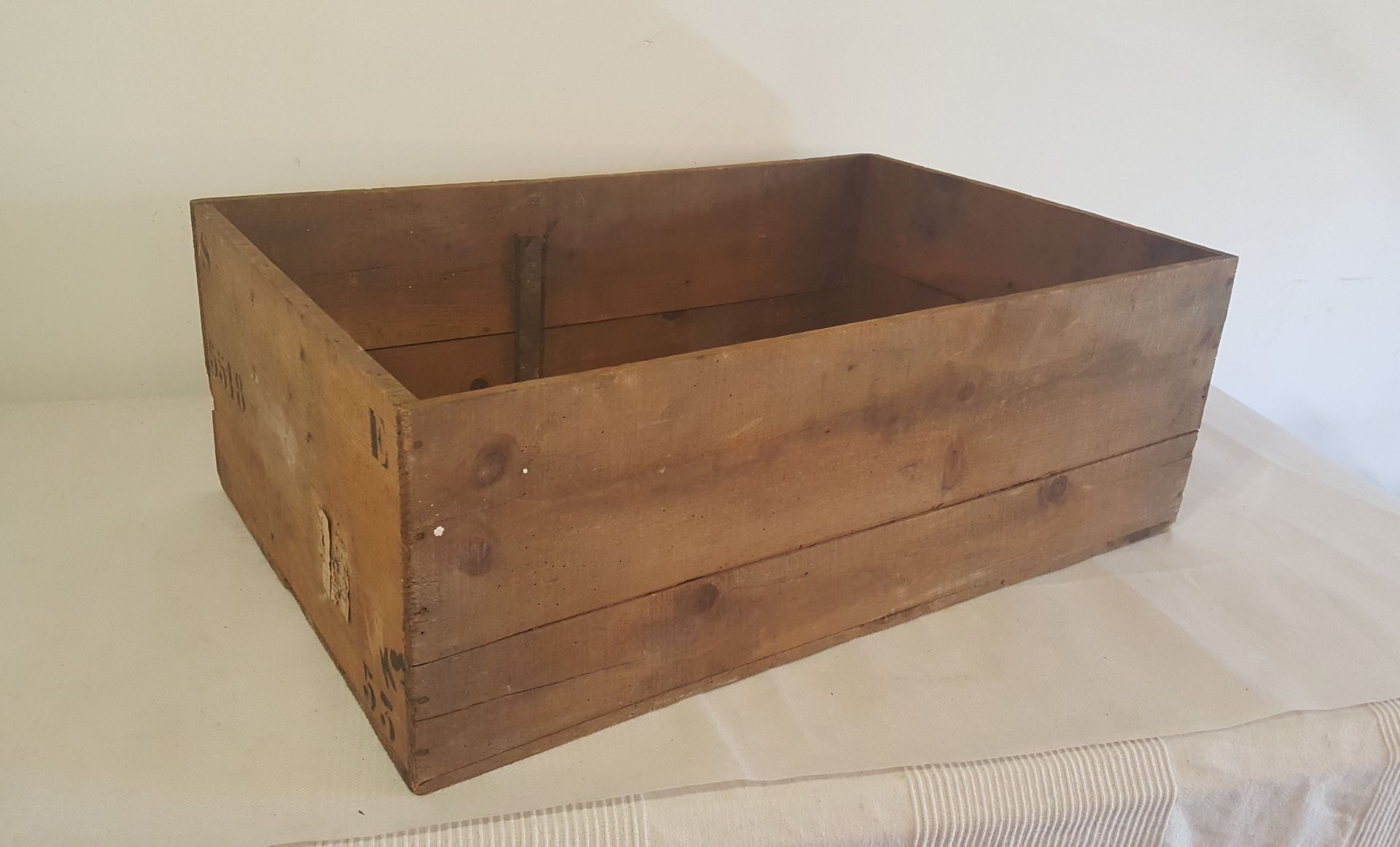 Vintage french wooden crate 1950s for sale at pamono for Where to buy old crates
