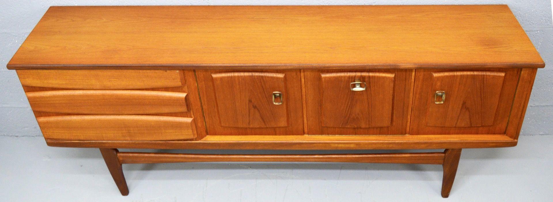 langes mid century teak sideboard 1960er bei pamono kaufen. Black Bedroom Furniture Sets. Home Design Ideas