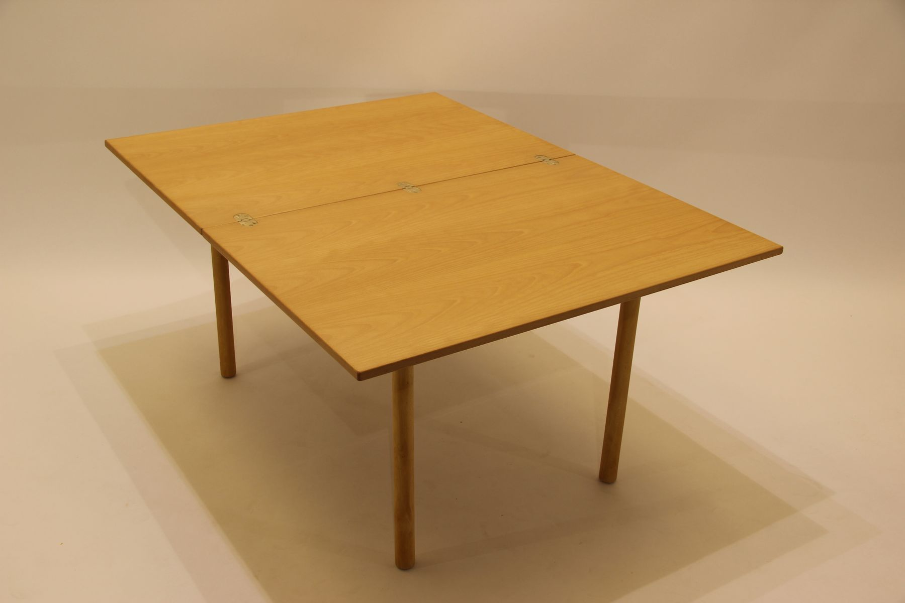 Vintage model 4500 beech coffee table by b rge mogensen for Beech coffee table