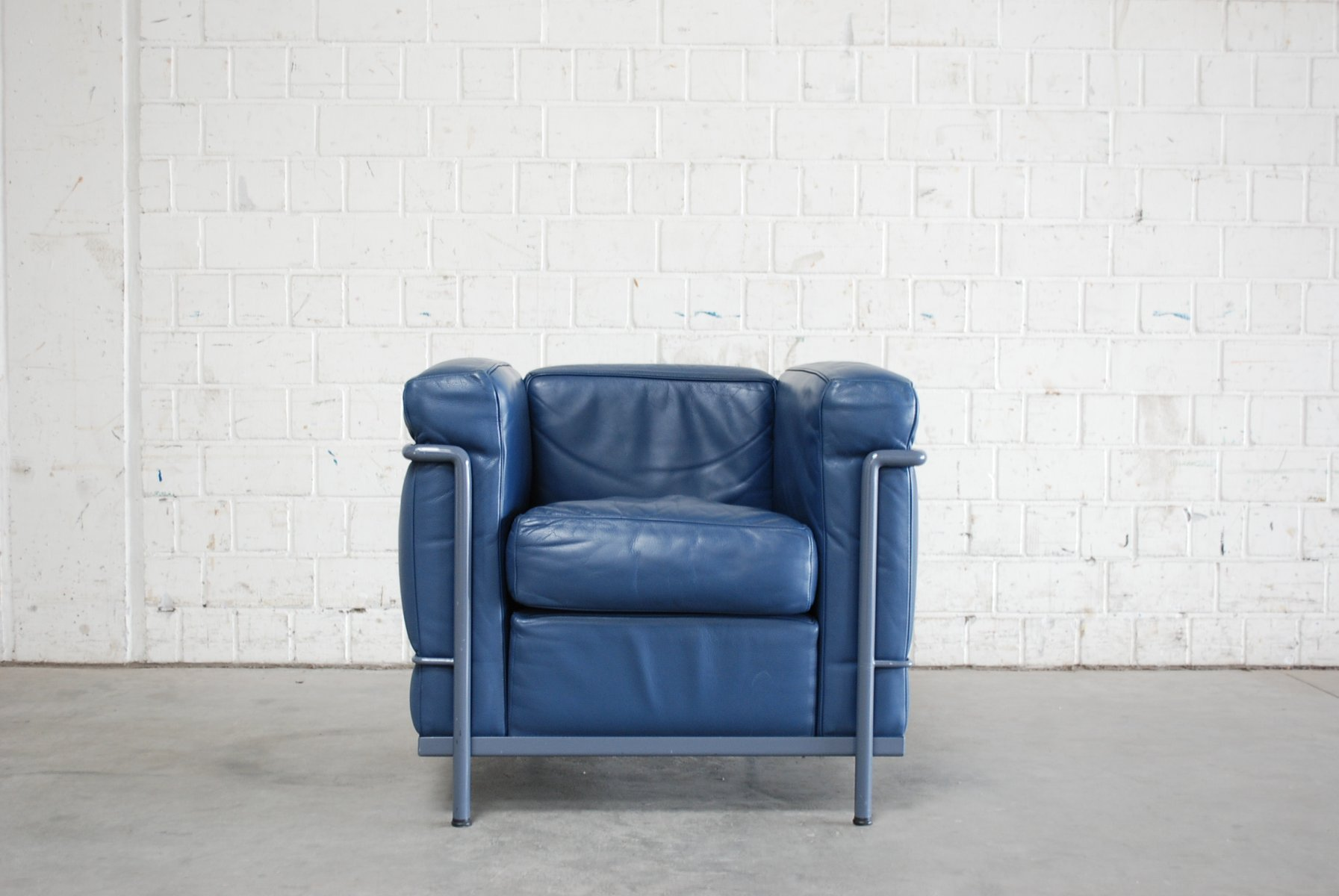 Vintage blue model lc2 leather chair by le corbusier for for Le corbusier lc2