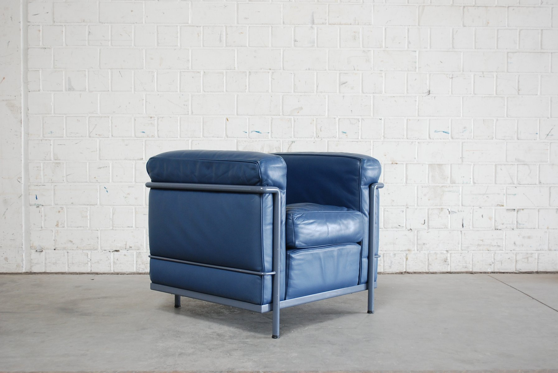 vintage blue model lc2 leather chair by le corbusier for cassina for sale at pamono. Black Bedroom Furniture Sets. Home Design Ideas