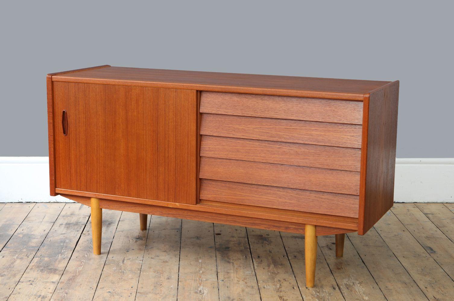 schwedisches mid century teak sideboard mit 5 schubladen. Black Bedroom Furniture Sets. Home Design Ideas