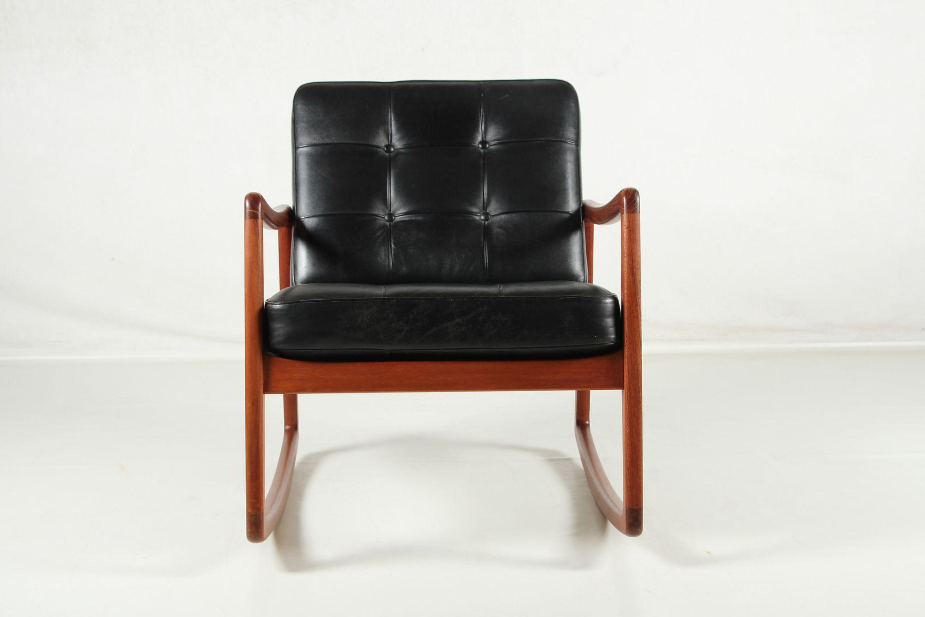 rocking chair mid century en teck cuir de vache par ole. Black Bedroom Furniture Sets. Home Design Ideas