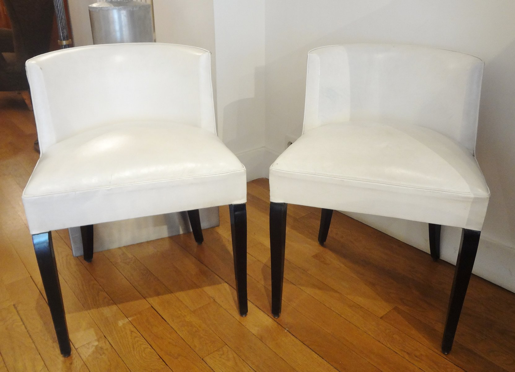 wei e vintage st hle von janques adnet 1930er 2er set bei pamono kaufen. Black Bedroom Furniture Sets. Home Design Ideas