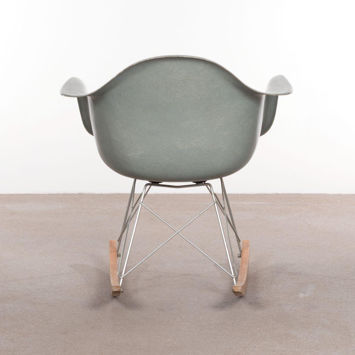 rar schaukelstuhl von charles ray eames f r herman miller 1960er bei pamono kaufen. Black Bedroom Furniture Sets. Home Design Ideas