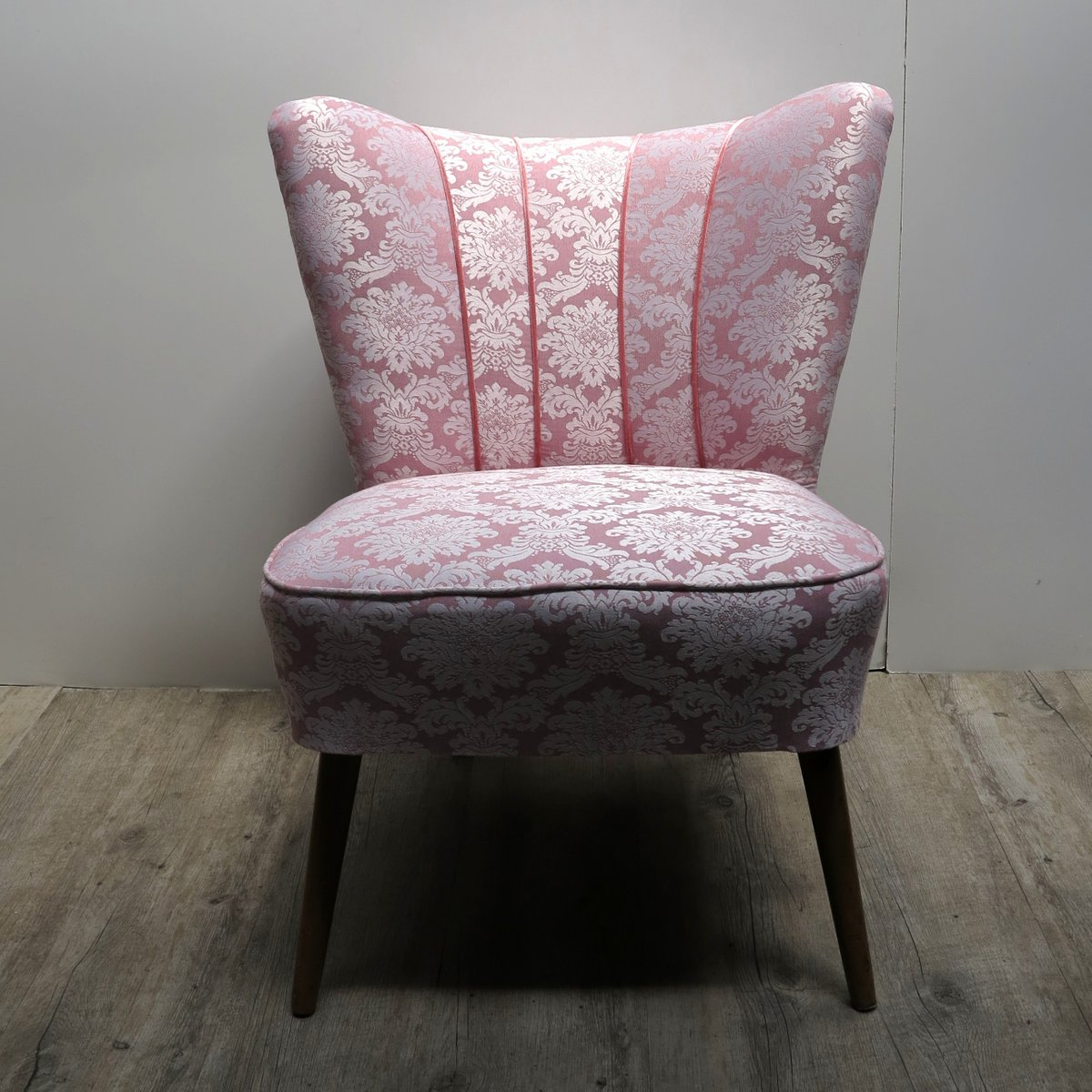 vintage pink cocktail chair with wooden legs for sale at. Black Bedroom Furniture Sets. Home Design Ideas
