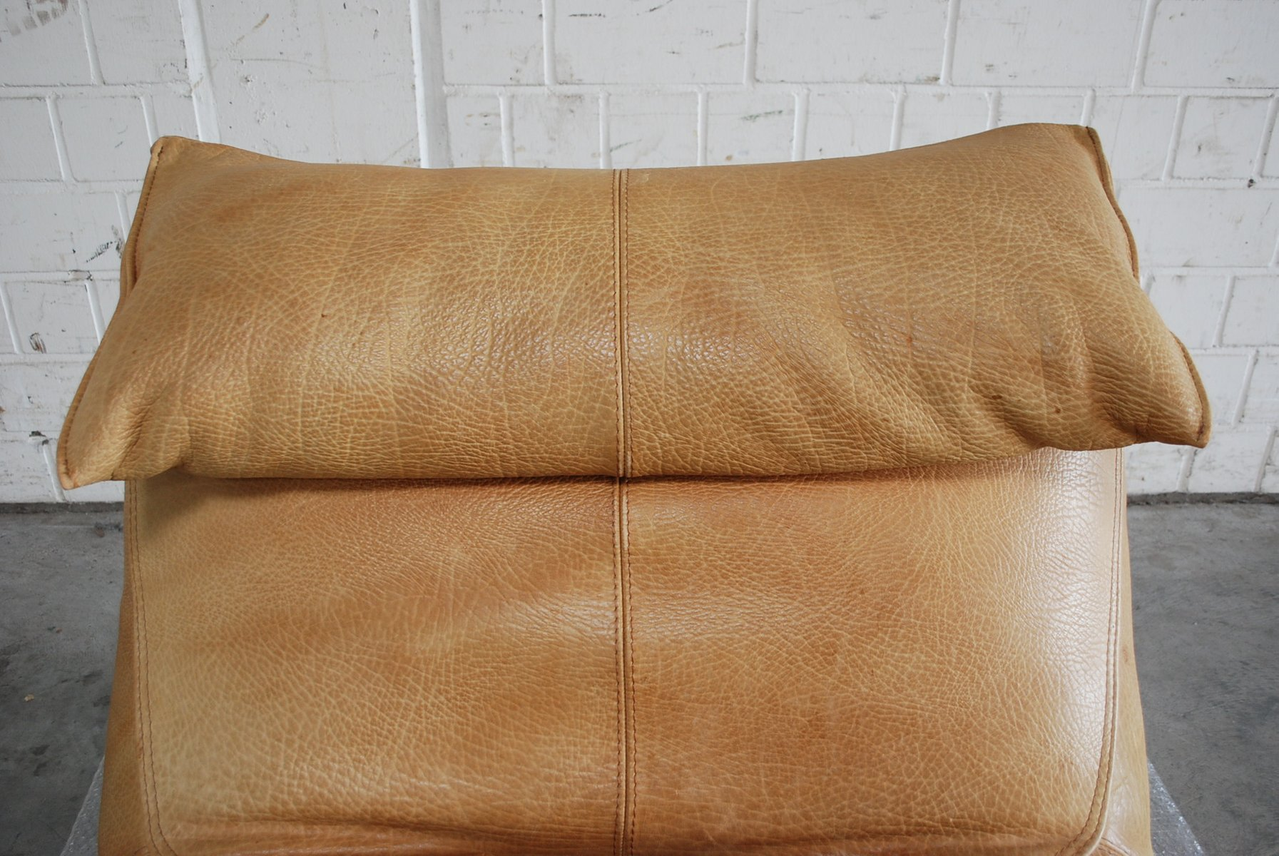 Vintage le bambole leather chaise lounge by mario bellini for Antique chaise lounge for sale