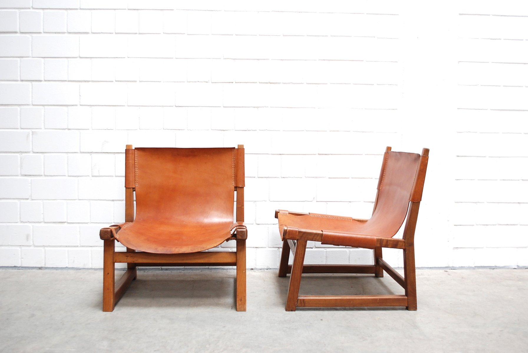 Mid Century Cognac Leather Hunting Chairs Set of 2 for sale at Pamono