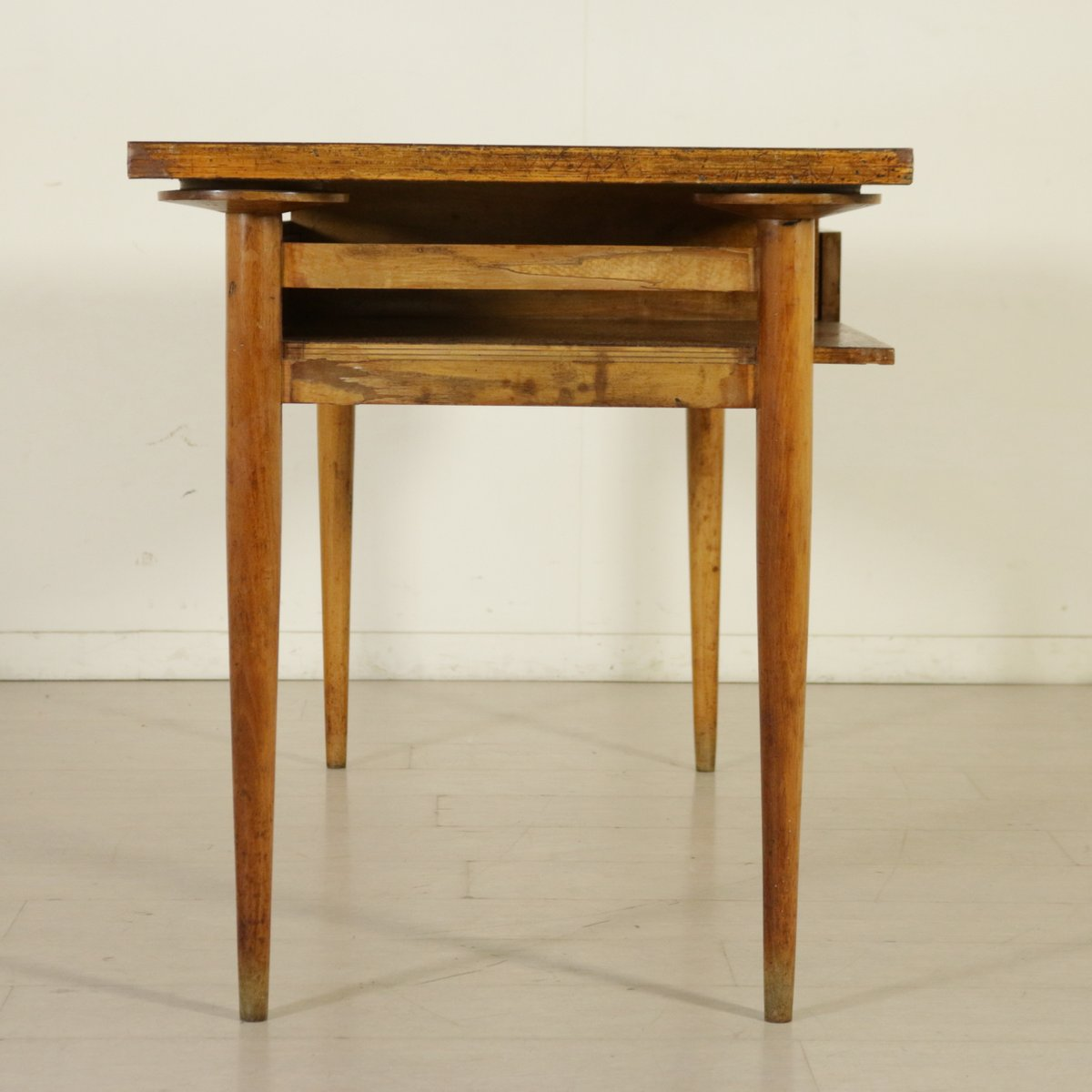 Italienischer schreibtisch aus ahorn buchenholz 1950er for Schreibtisch aus buchenholz