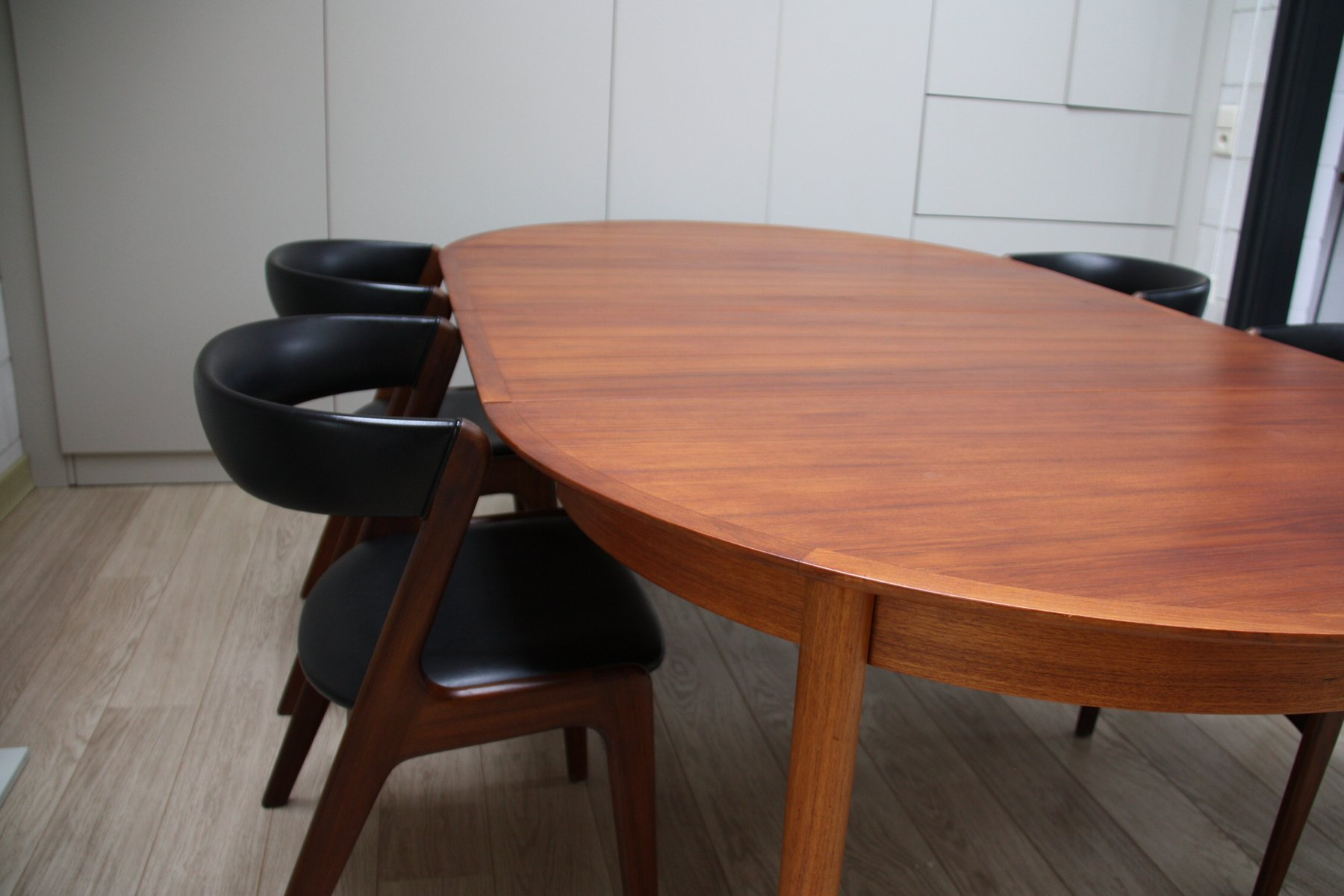 Vintage extendable dining table and 4 chairs in teak by for Extendable dining table and chairs