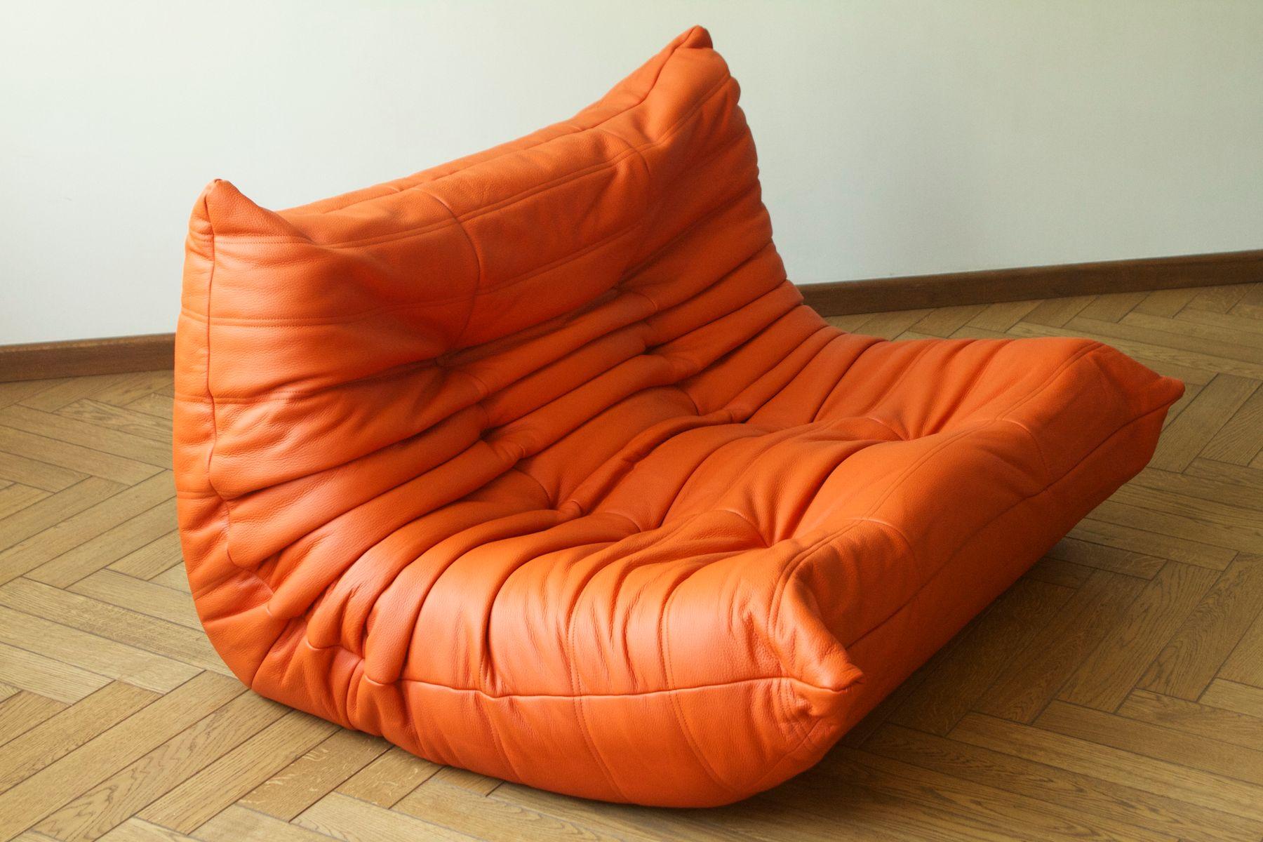 Canap togo 2 places en cuir orange par michel ducaroy pour ligne roset en ve - Ligne roset togo prix ...