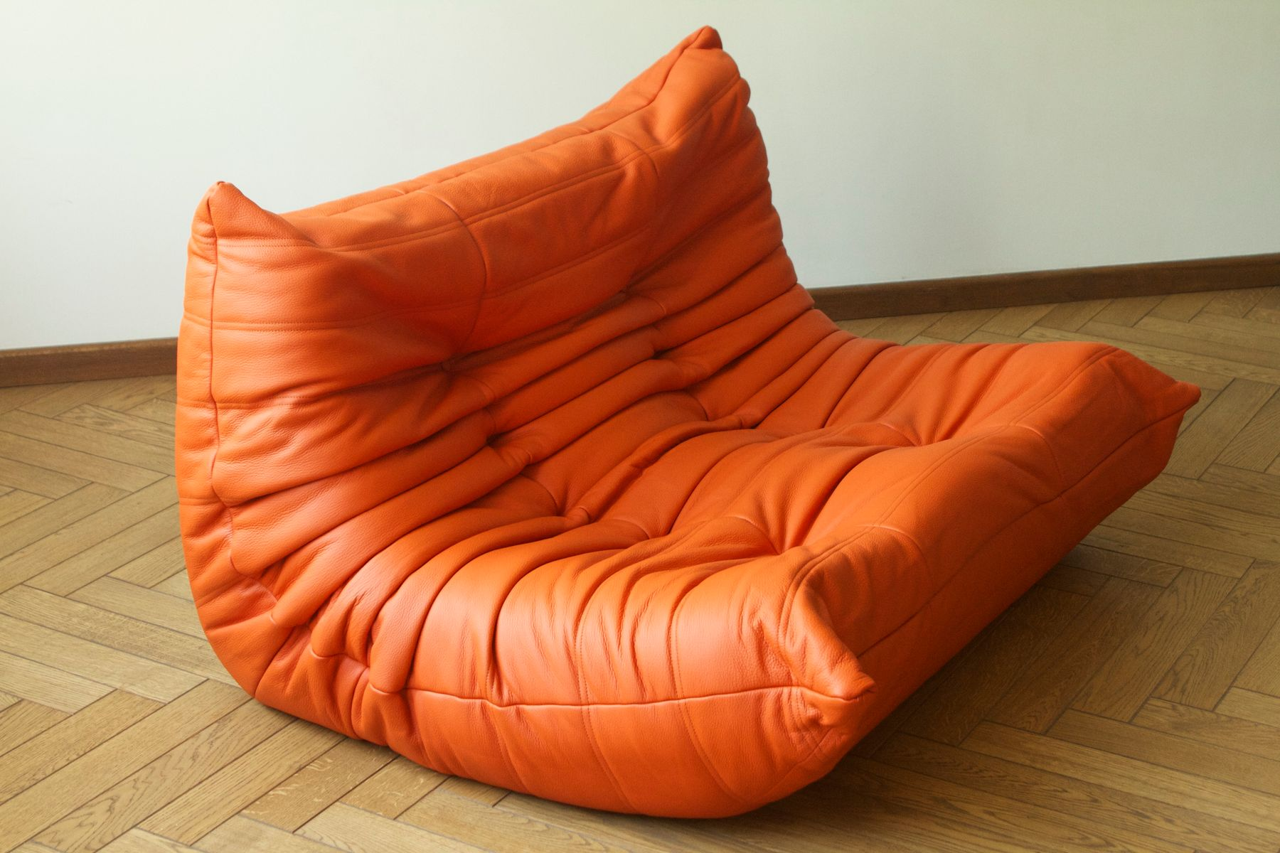 orange leather 2 seater togo sofa by michel ducaroy for. Black Bedroom Furniture Sets. Home Design Ideas