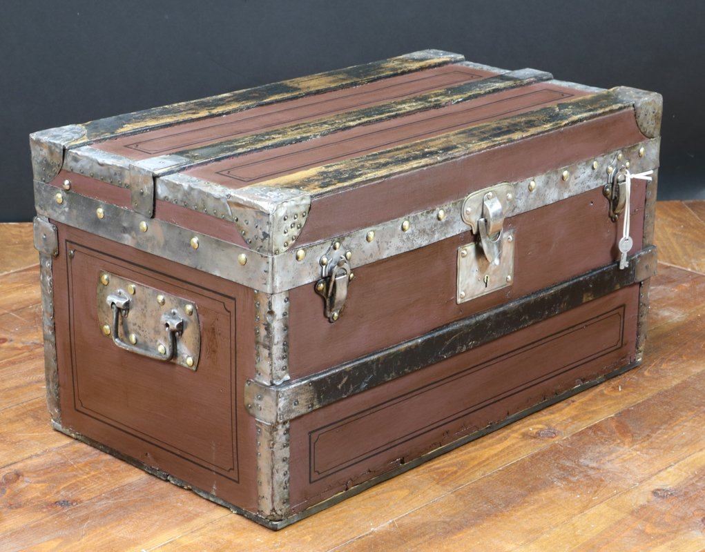 Antique french wooden crate with key for sale at pamono for Where to find old wooden crates