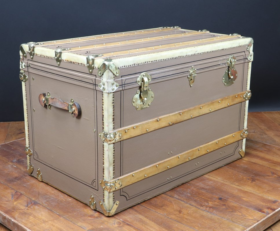 French Vintage Trunk, 1920s for sale at Pamono