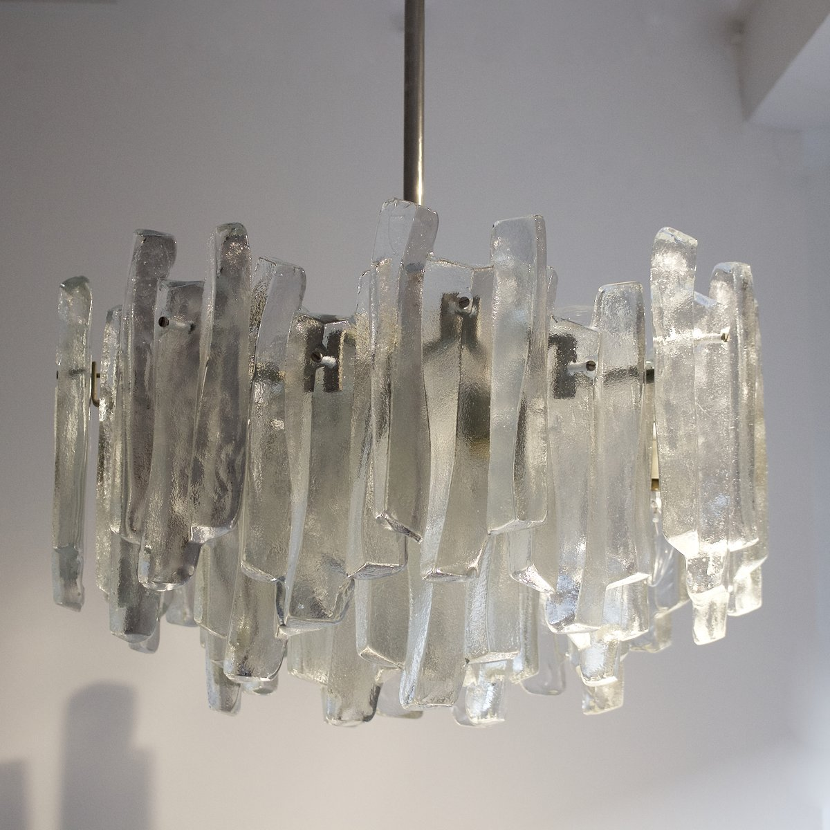 chandelier fuente en verre de kalmar en vente sur pamono. Black Bedroom Furniture Sets. Home Design Ideas