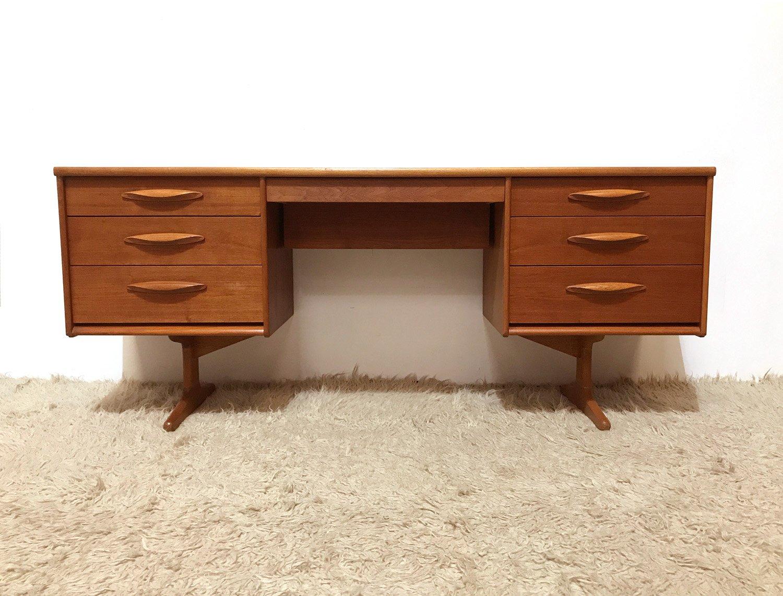 mid century teak schreibtisch von frank guille f r austinsuite 1960er bei pamono kaufen. Black Bedroom Furniture Sets. Home Design Ideas