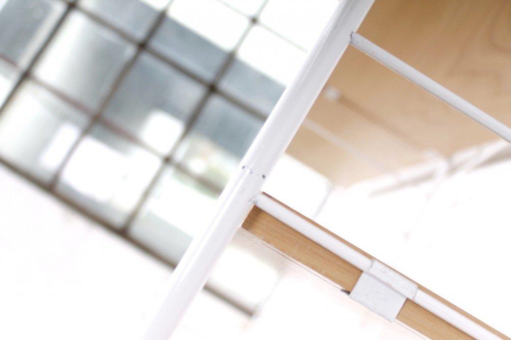 wei es regal mit esstisch und hairpinf en von whb 1950er bei pamono kaufen. Black Bedroom Furniture Sets. Home Design Ideas