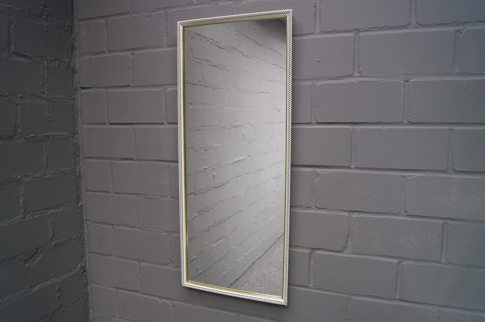 Large rectangular wall mirror in painted perforated metal for Grand miroir mural horizontal
