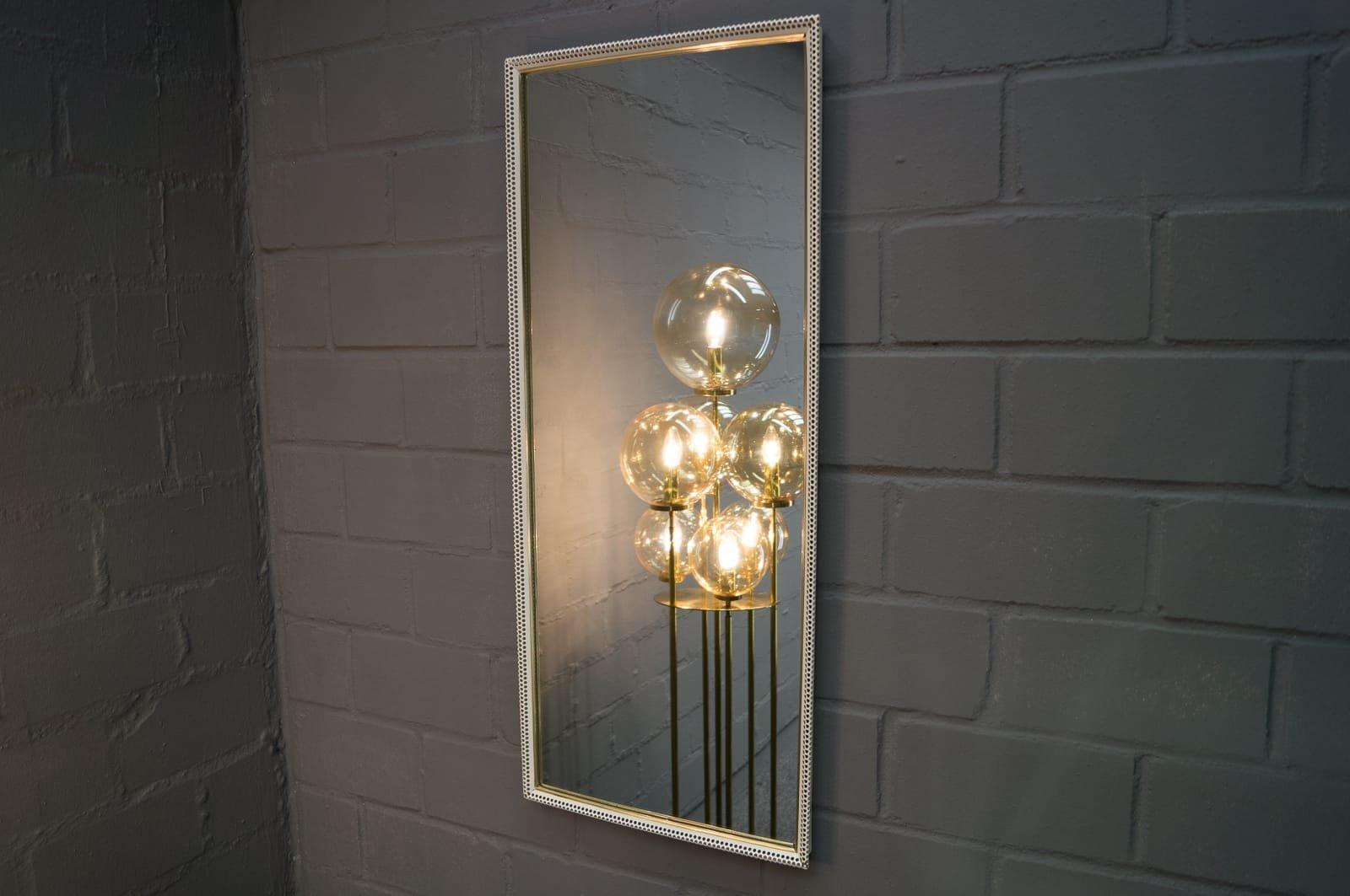 Grand miroir mural rectangulaire en m tal perfor peint de for Grand miroir mural salon