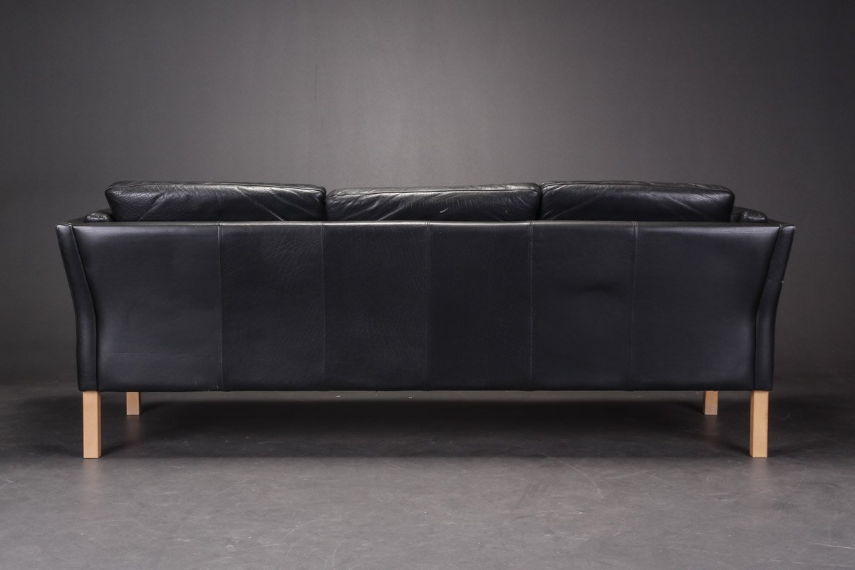 Perfect Vintage Black Leather Sofa Couch With A In Ideas ~ Vintage Black Leather Sofa