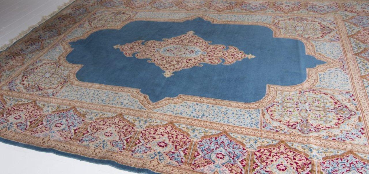 gro er persischer vintage teppich in blau rot rosa und beige bei pamono kaufen. Black Bedroom Furniture Sets. Home Design Ideas