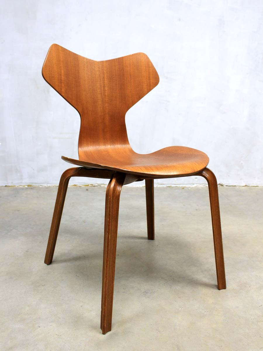 Mid century grand prix 3130 chairs by arne jacobsen for fritz hansen set of - Chaise grand prix jacobsen ...