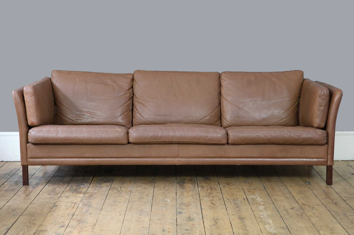 d nisches braunes vintage drei sitzer sofa bei pamono kaufen. Black Bedroom Furniture Sets. Home Design Ideas