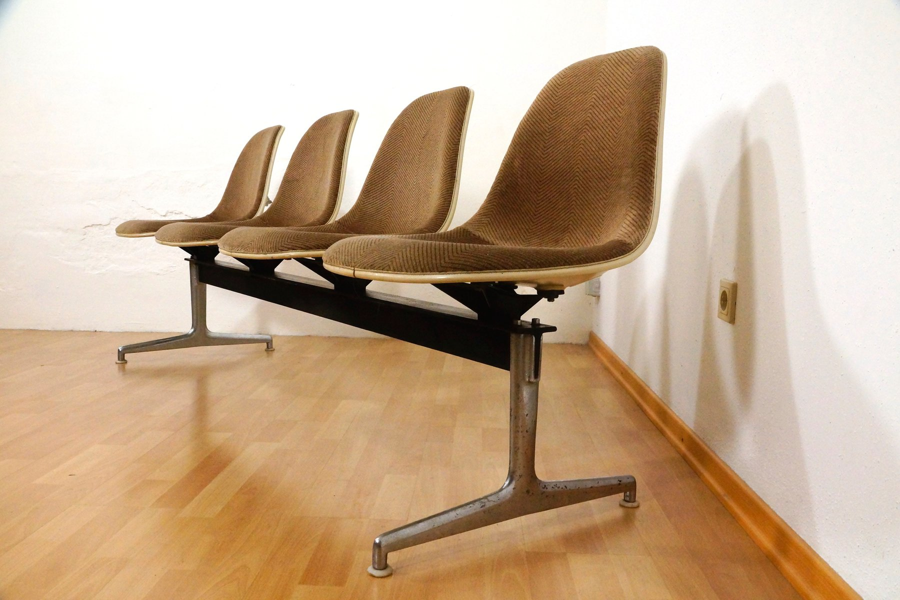 Tandem Seating Bench By Charles Eames For Herman Miller 1964 For Sale At Pamono