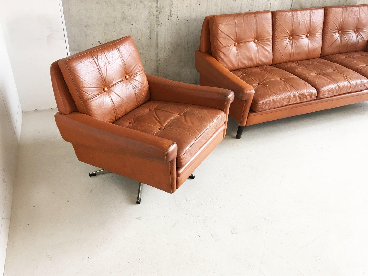 d nisches mid century 3 sitzer sofa und drehsessel von skipper 1970er 2er set bei pamono kaufen. Black Bedroom Furniture Sets. Home Design Ideas