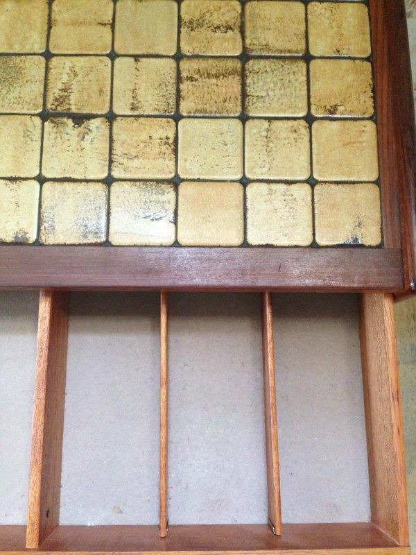 mid century regal mit fliesen von g plan bei pamono kaufen. Black Bedroom Furniture Sets. Home Design Ideas