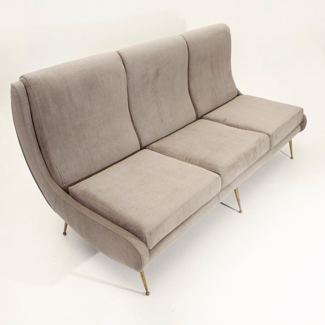 italienisches 3 sitzer sofa mit beinen aus messing 1950er bei pamono kaufen. Black Bedroom Furniture Sets. Home Design Ideas