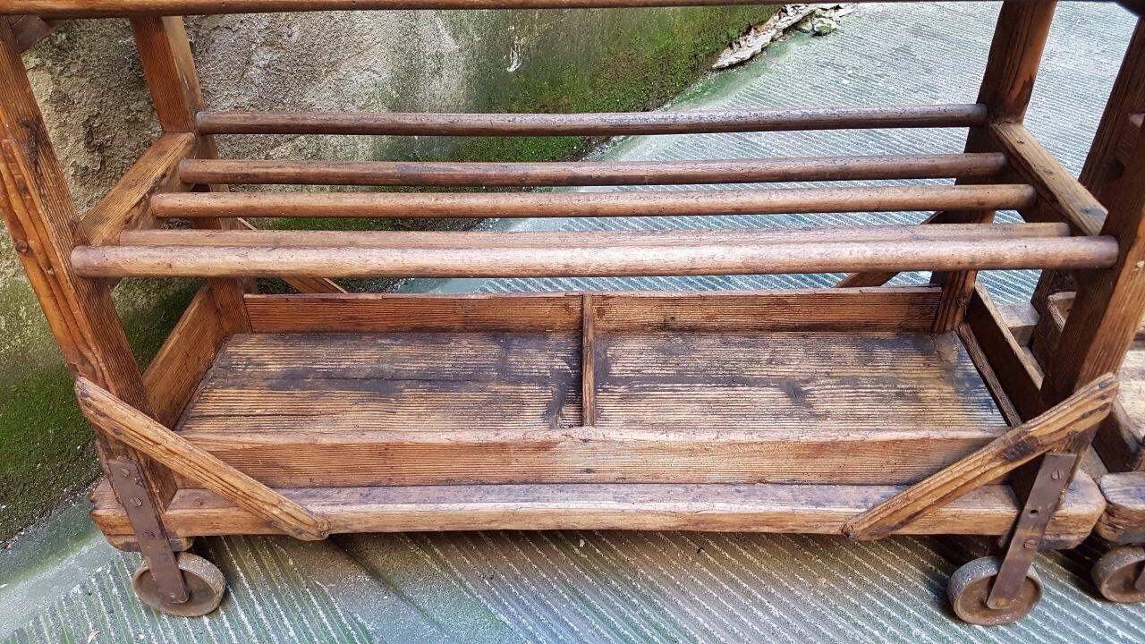 Chariot industriel pour chaussures vintage en bois en vente sur pamono - Pied en bois pour chaussure ...