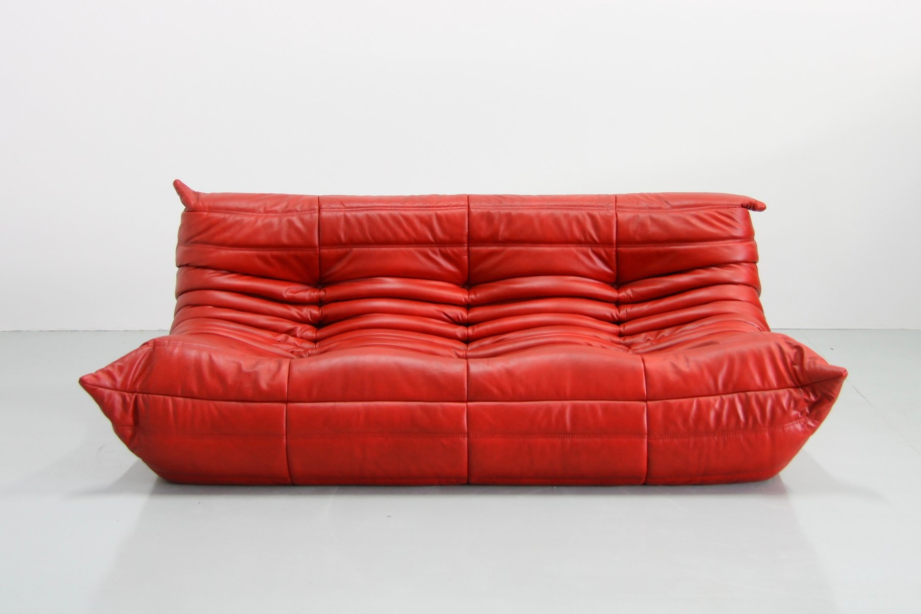 rotes vintage togo ledersofa von michel ducaroy f r ligne roset bei pamono kaufen. Black Bedroom Furniture Sets. Home Design Ideas