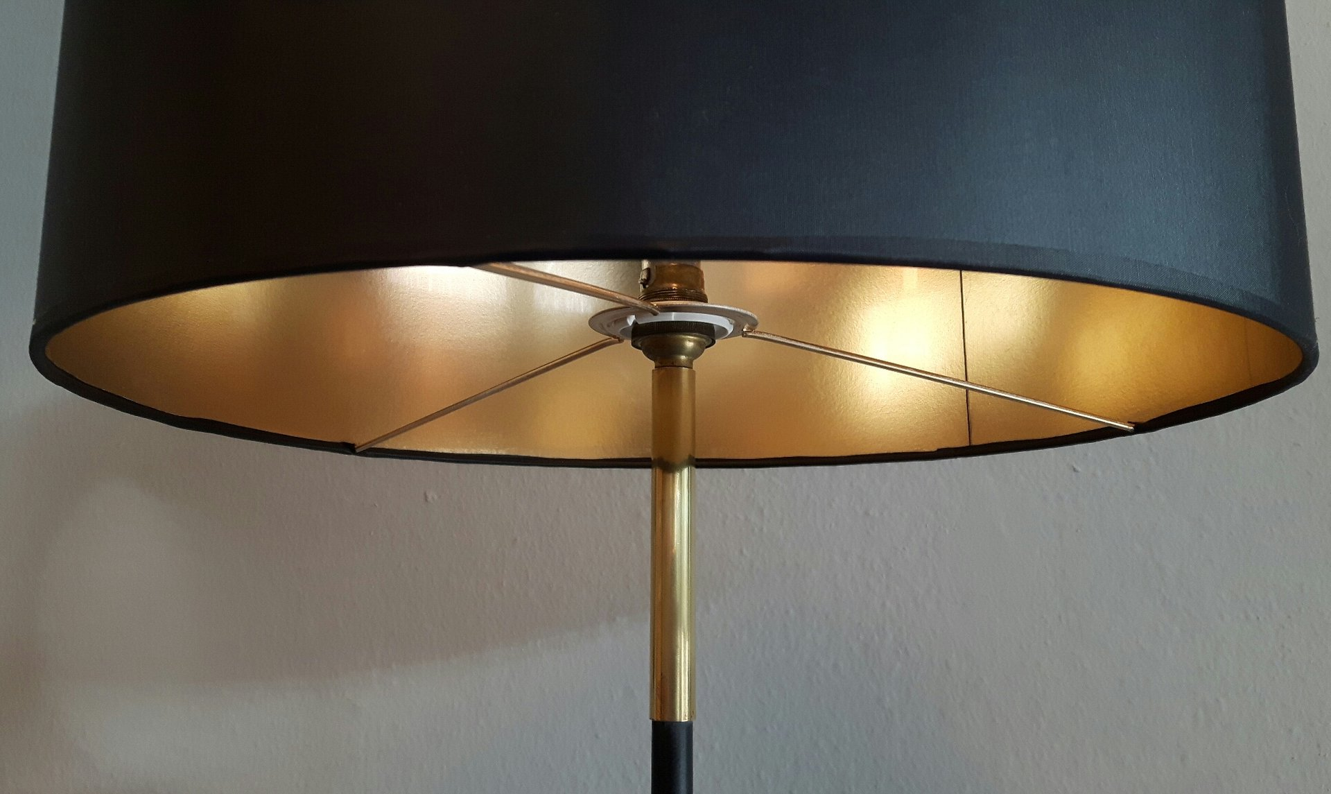 stehlampe mit schwarzem lampenschirm 1950er bei pamono kaufen. Black Bedroom Furniture Sets. Home Design Ideas