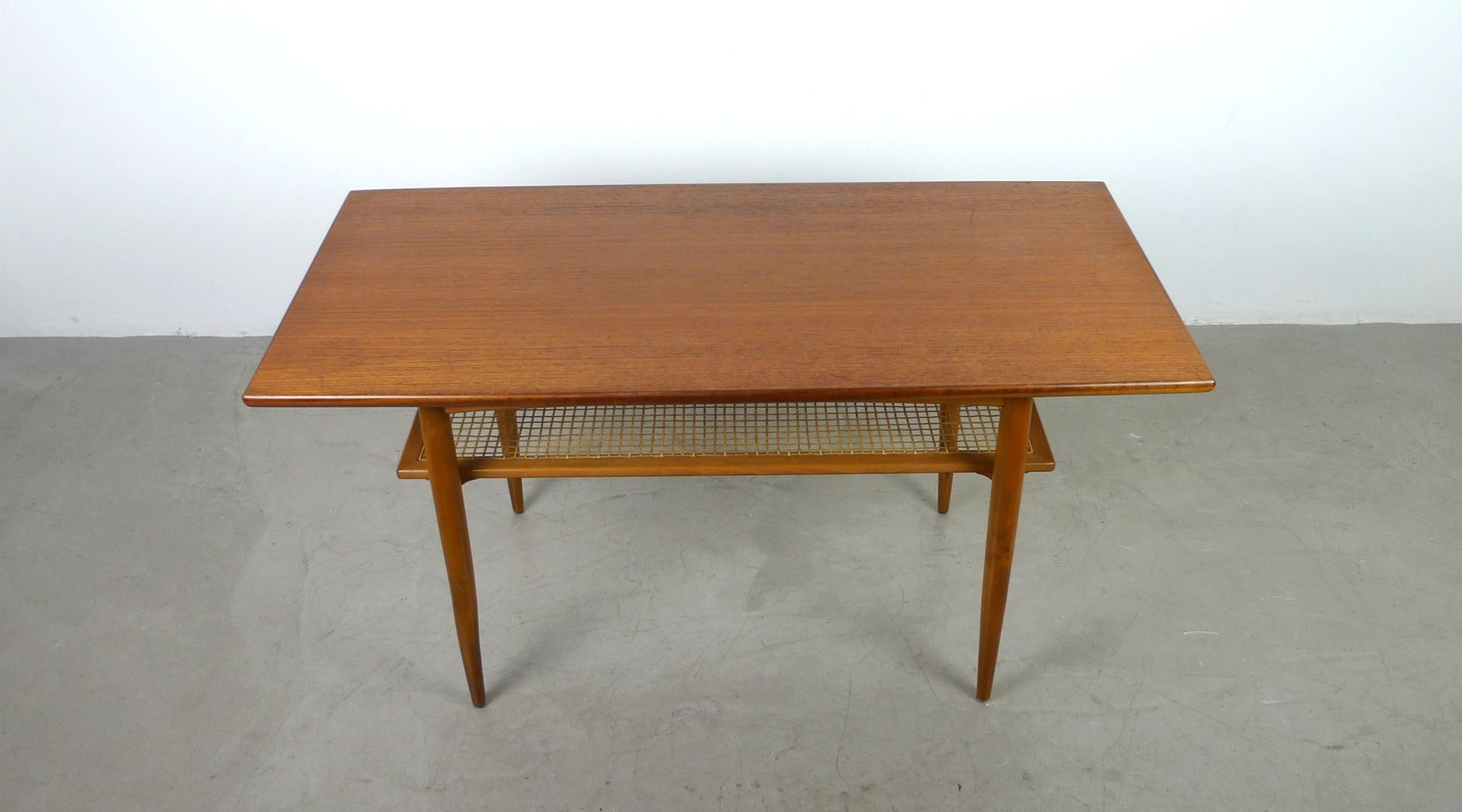 teak coffee table with shelf from knoll 1950s for sale at pamono. Black Bedroom Furniture Sets. Home Design Ideas