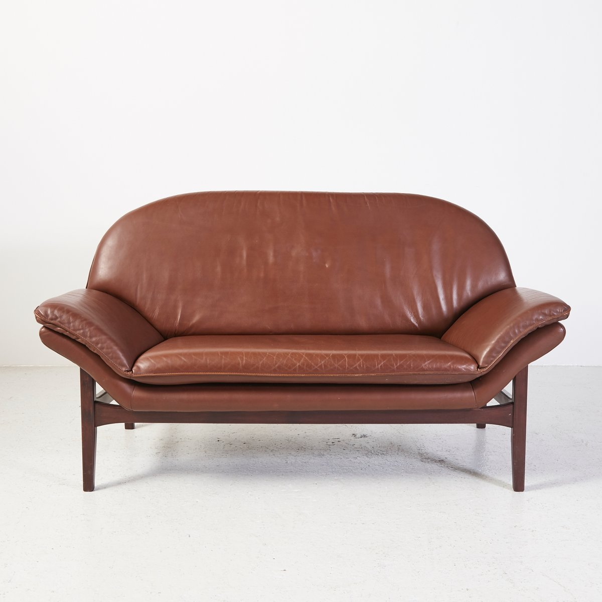 Vintage leather 2 seater sofa for sale at pamono for 2 seater leather sofa