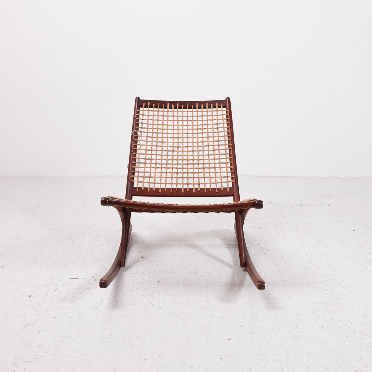 vintage teak schaukelstuhl mit papierkordel bei pamono kaufen. Black Bedroom Furniture Sets. Home Design Ideas
