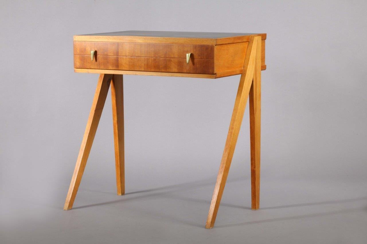 kleiner wiener schreibtisch 1950er bei pamono kaufen. Black Bedroom Furniture Sets. Home Design Ideas