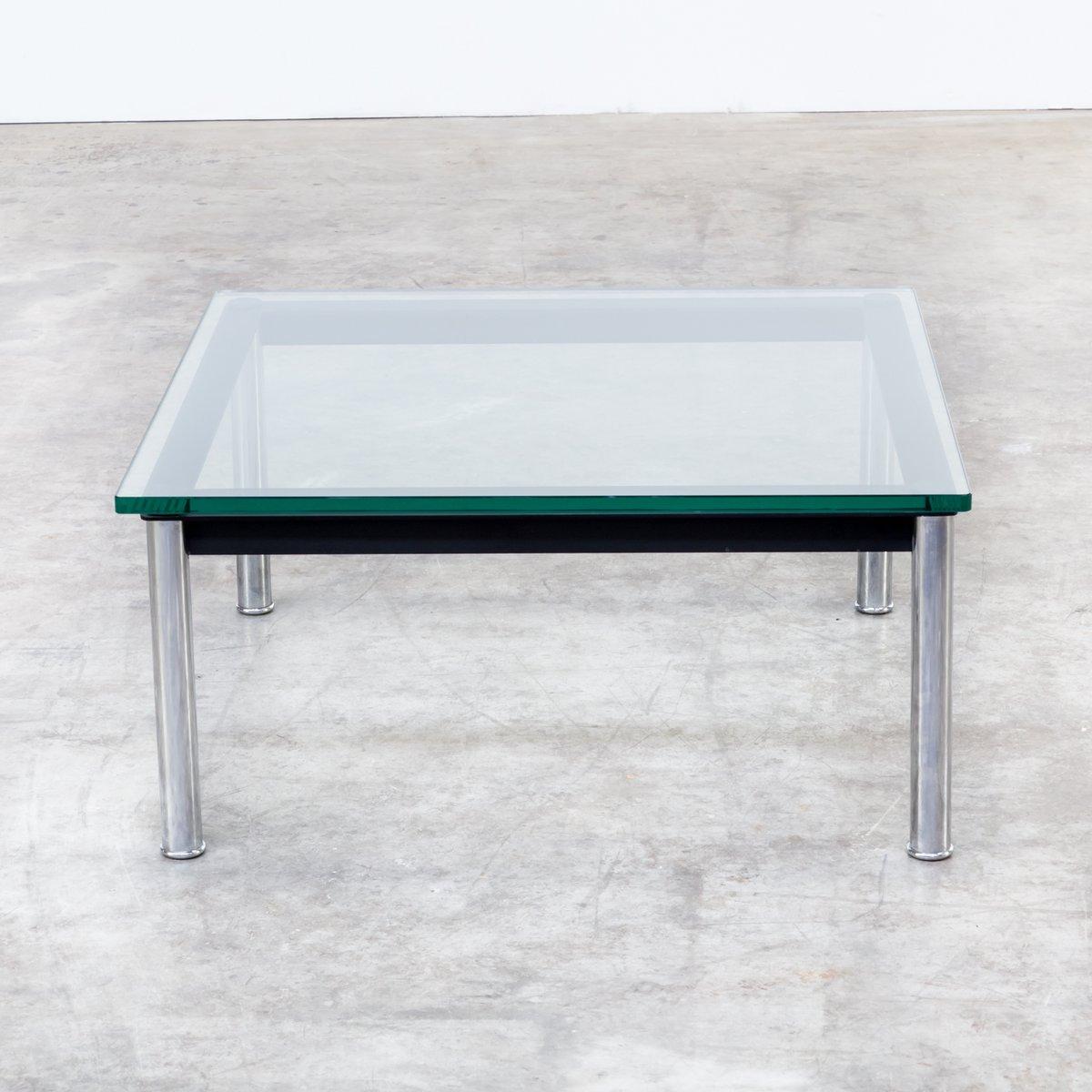 table basse lc10p modèle 3965 par le corbusier, jeanneret et