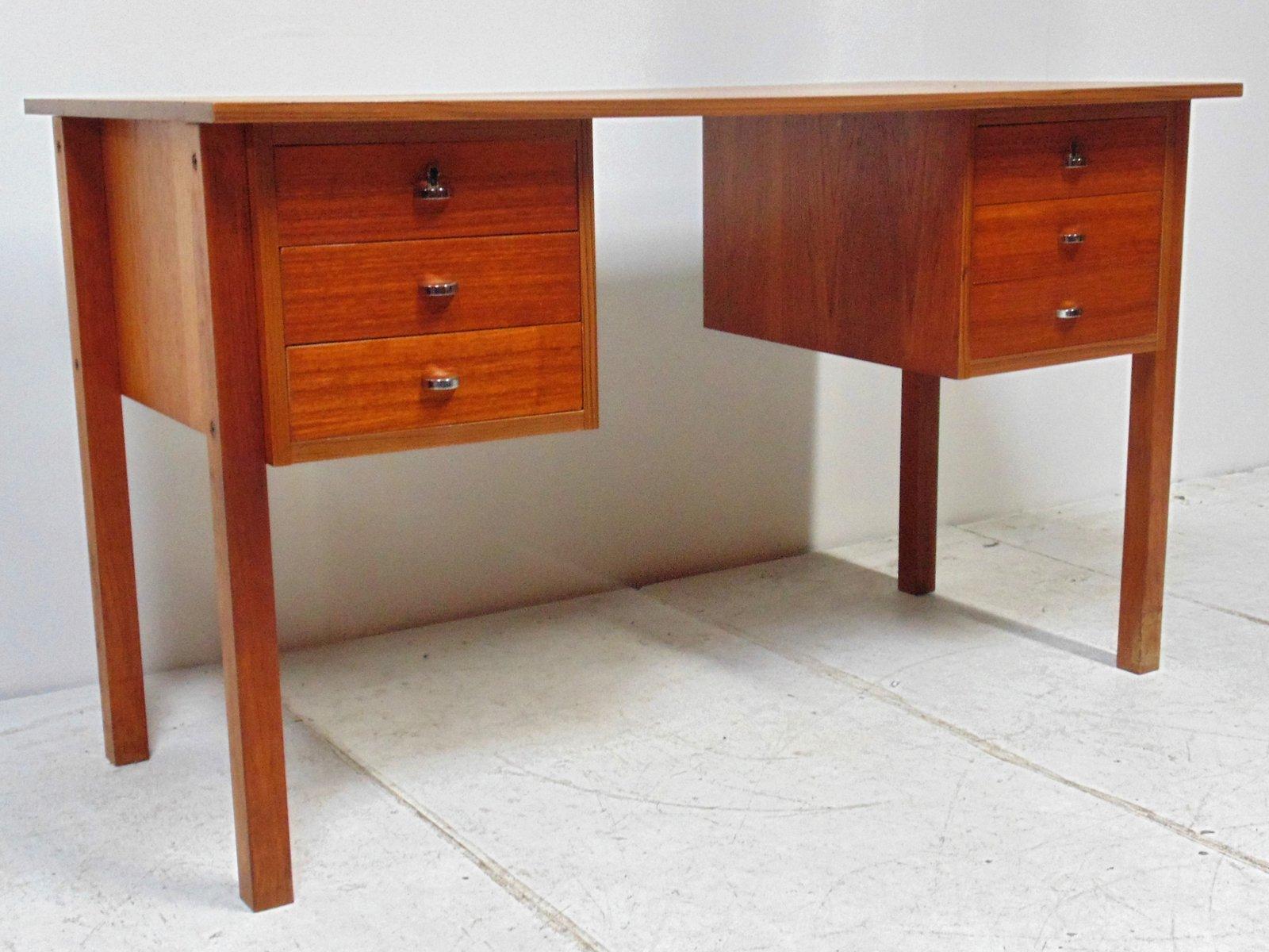 skandinavischer mid century teak schreibtisch bei pamono. Black Bedroom Furniture Sets. Home Design Ideas