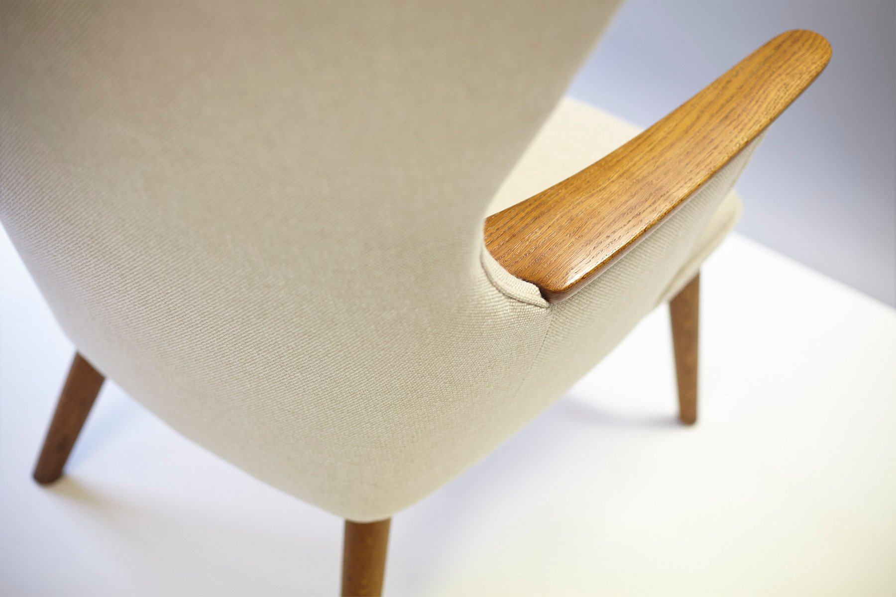 AP 28 Mama Bear Chair by Hans J Wegner 1954 for sale at Pamono