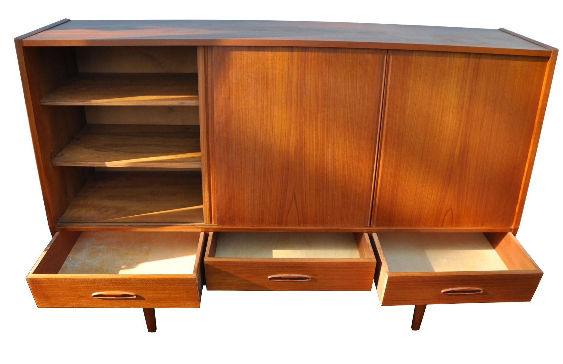 d nisches teak highboard mit schiebet ren 1960er bei pamono kaufen. Black Bedroom Furniture Sets. Home Design Ideas