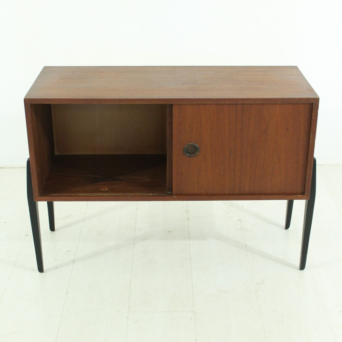 kleines d nisches teak sideboard mit 2 schubladen 1960er. Black Bedroom Furniture Sets. Home Design Ideas
