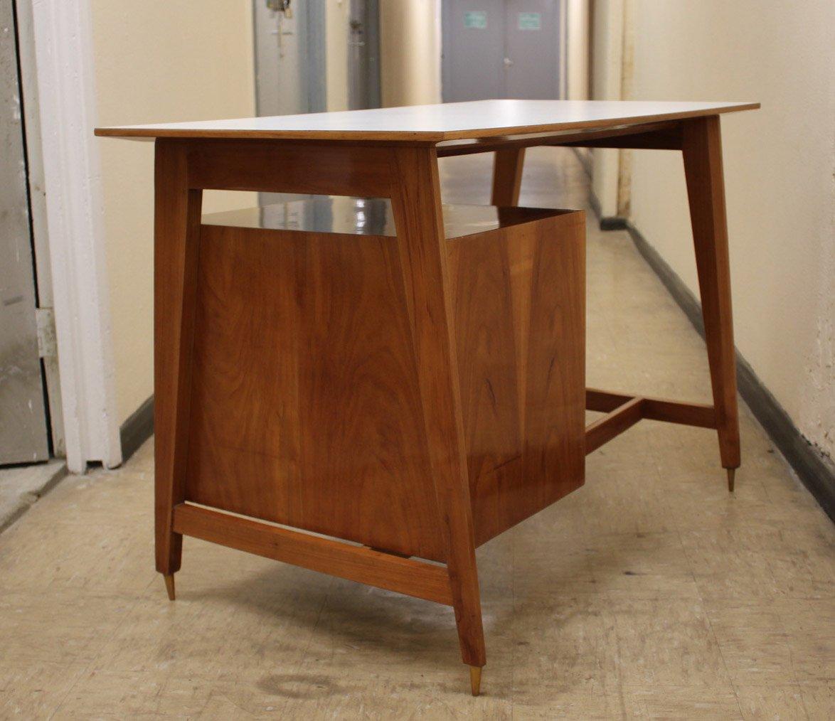 kleiner obstholz schreibtisch 1950er bei pamono kaufen. Black Bedroom Furniture Sets. Home Design Ideas