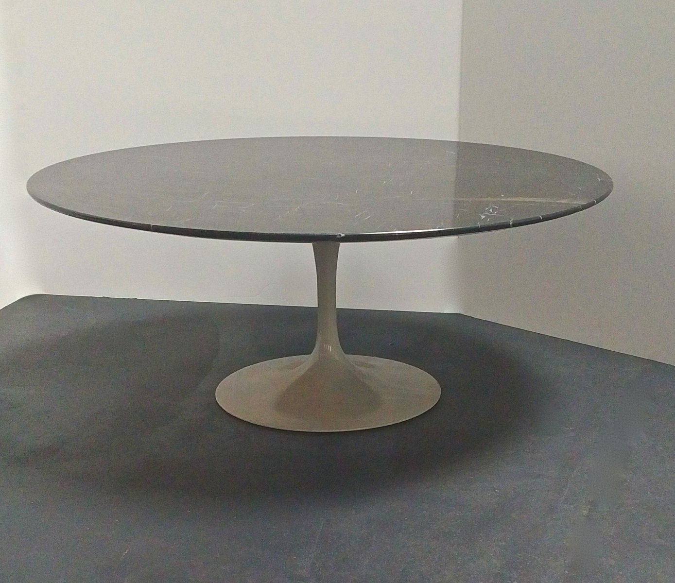 tulip coffee table by eero saarinen 1960s for sale at pamono. Black Bedroom Furniture Sets. Home Design Ideas