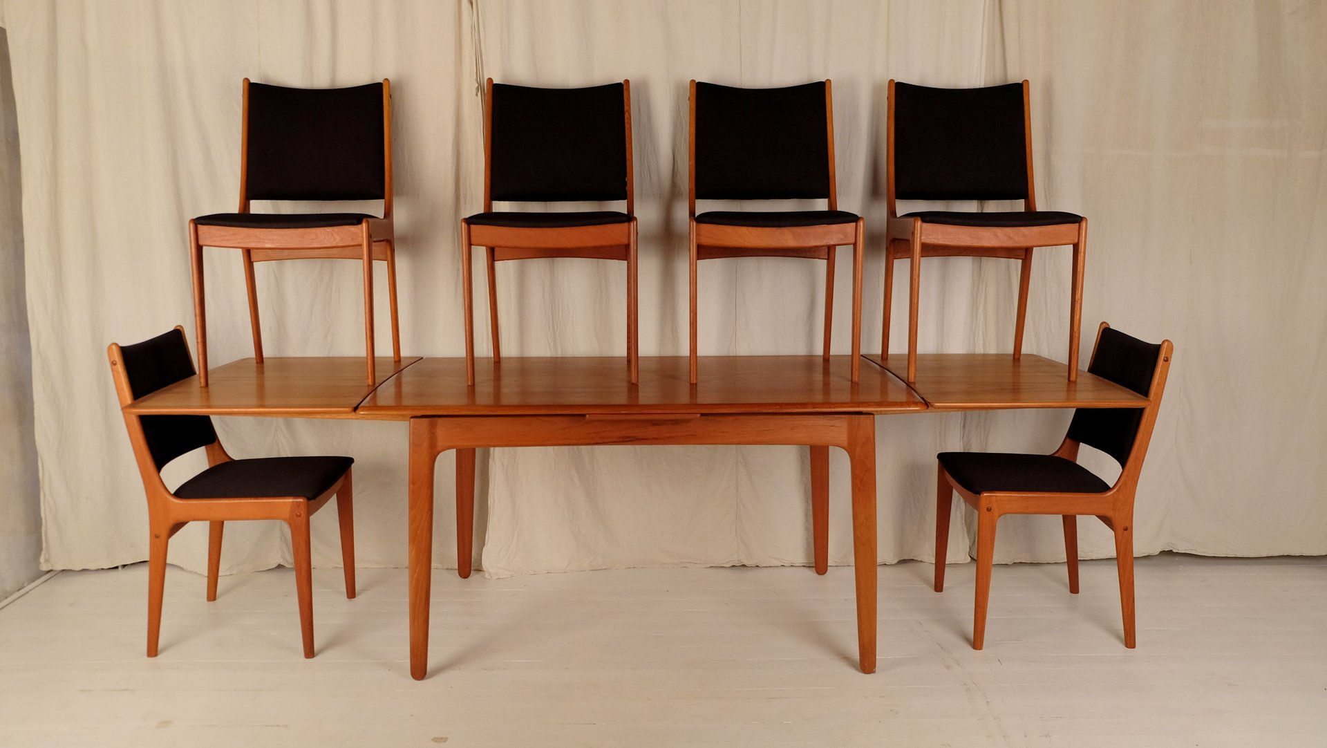 Mid Century Dining Table with 6 Chairs by Johannes Andersen for