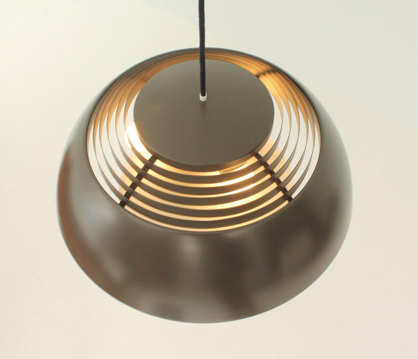 dunkelbraune aj royal lampe von arne jacobsen f r louis. Black Bedroom Furniture Sets. Home Design Ideas