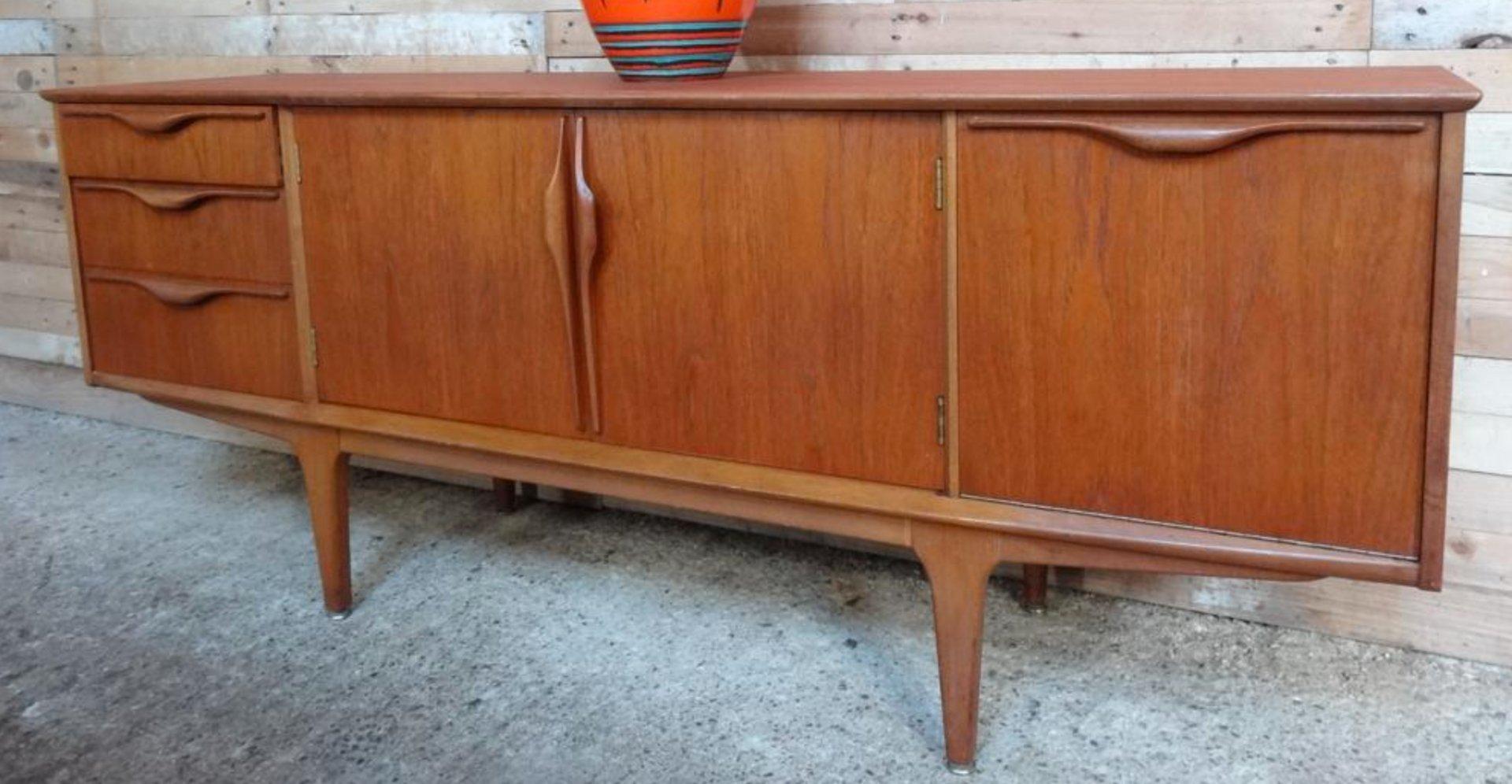 gro es teak sideboard von jentique 1960er bei pamono kaufen. Black Bedroom Furniture Sets. Home Design Ideas