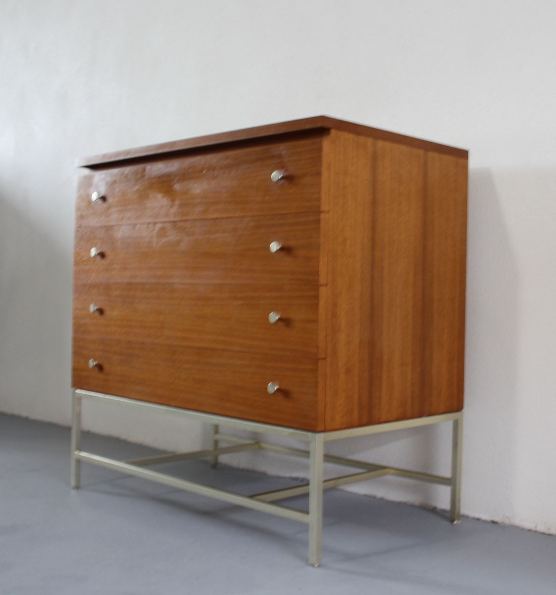 vintage american walnut chest of drawers by paul mccobb. Black Bedroom Furniture Sets. Home Design Ideas